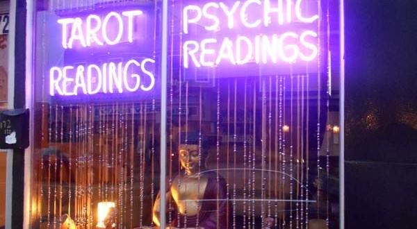 Psychic Readings Vs. Tarot Card Readings – Which Is Best For You